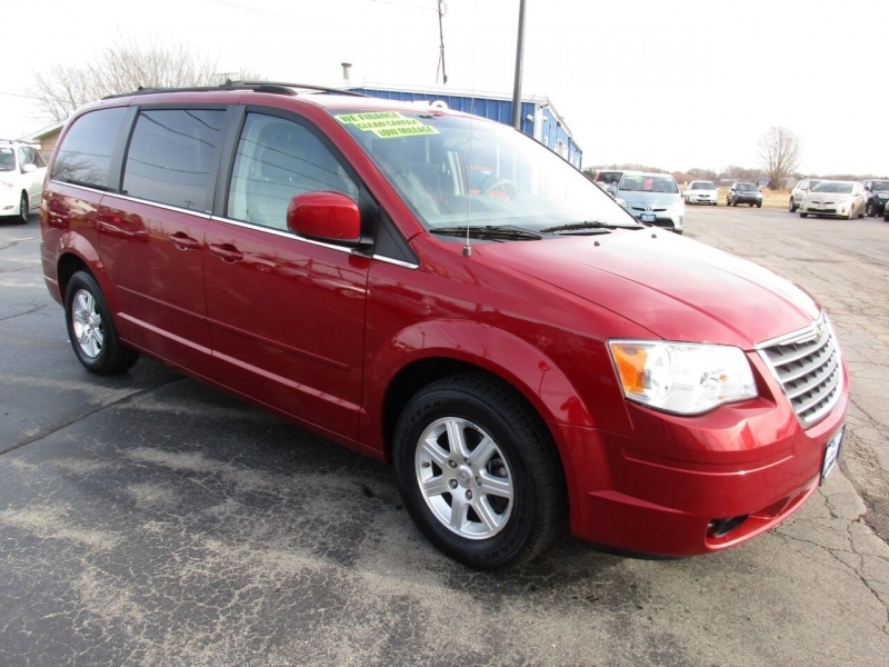 Chrysler Town and Country 2008 price $8,500