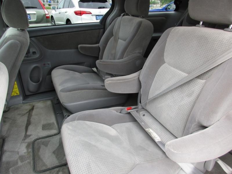 Toyota Sienna 2007 price $5,995
