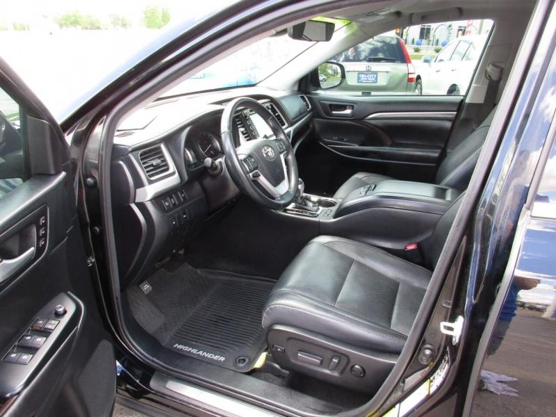 Toyota Highlander 2017 price $25,995