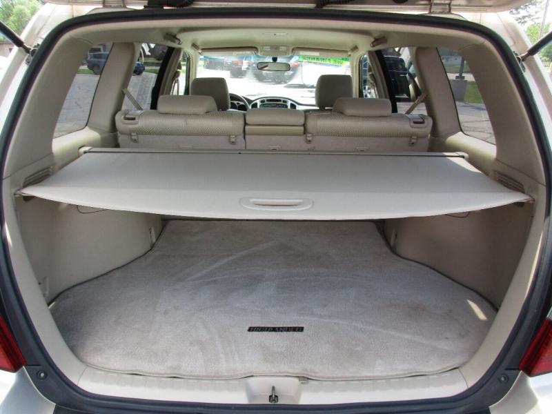 Toyota Highlander 2005 price $8,995