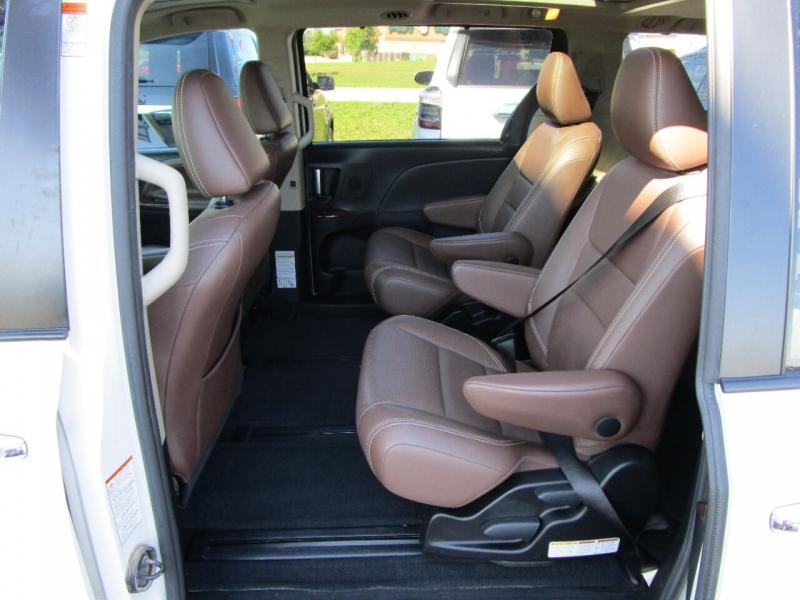 Toyota Sienna 2016 price $26,995