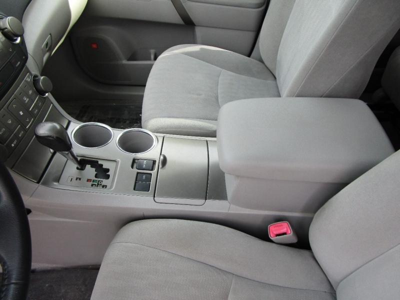 Toyota Highlander 2008 price $9,400