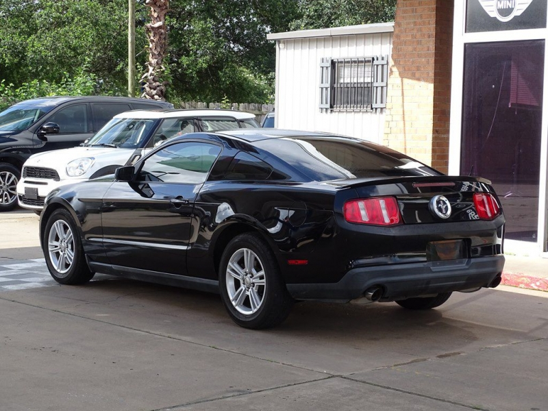FORD MUSTANG 2011 price $9,990