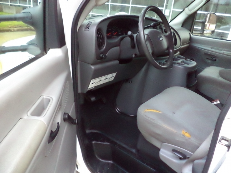 Ford Econoline Commercial Cutaway 2005 price $11,450