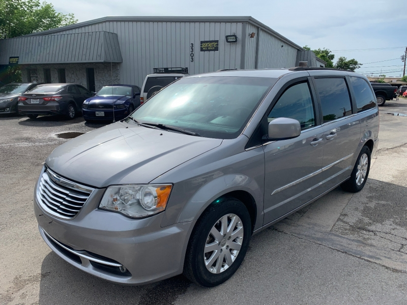 Chrysler Town & Country 2013 price $6,995