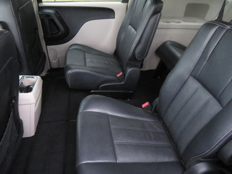 Chrysler Town & Country 2012 price $6,850