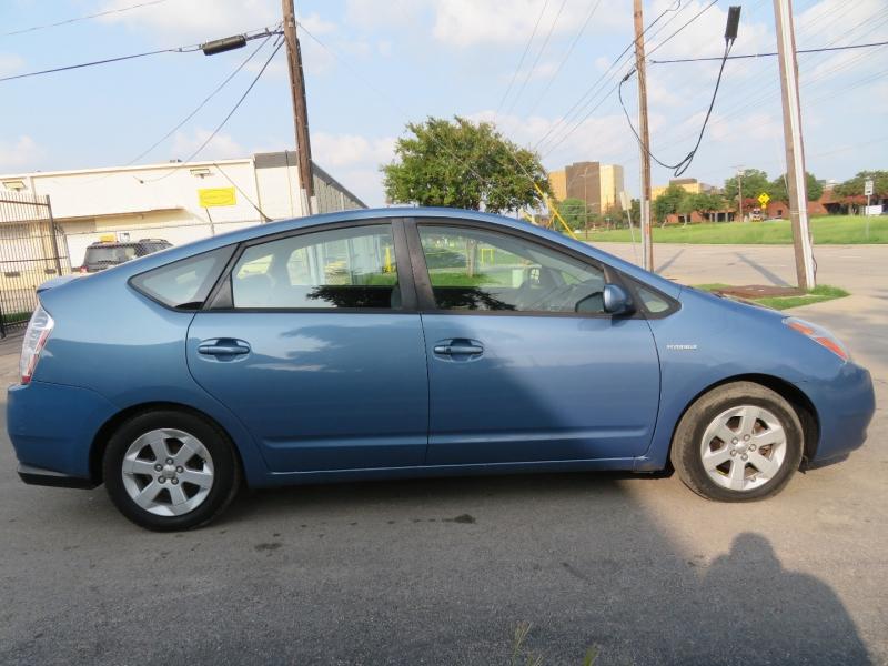 Toyota Prius 2006 price $4,999
