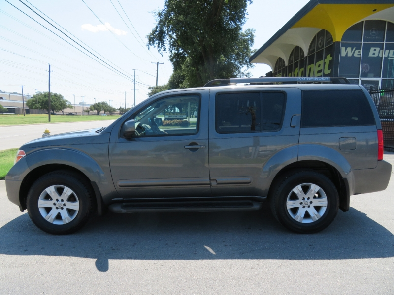 Nissan Pathfinder 2005 price $4,980