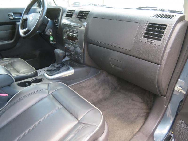 Hummer H3 2006 price $8,490