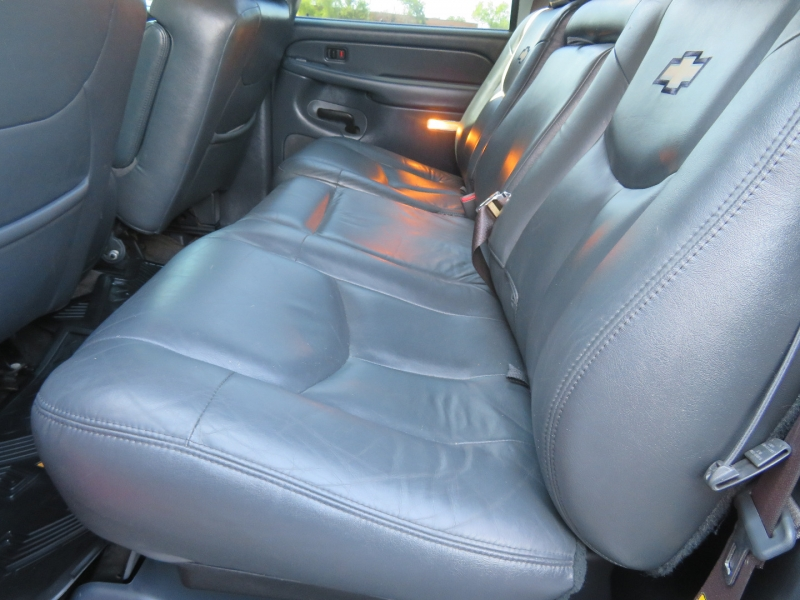 Chevrolet Avalanche 2002 price $10,980