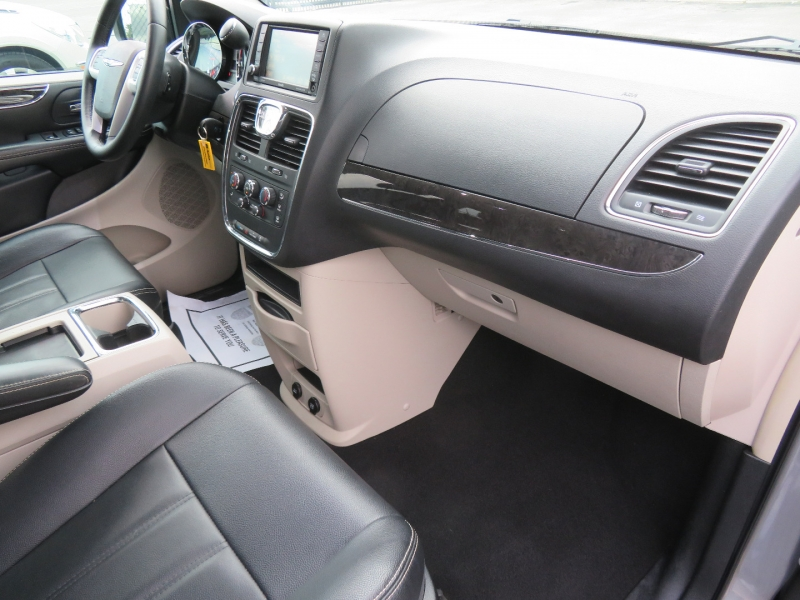 Chrysler Town & Country 2015 price $14,980