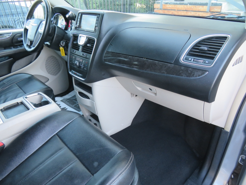Chrysler Town & Country 2015 price $8,850