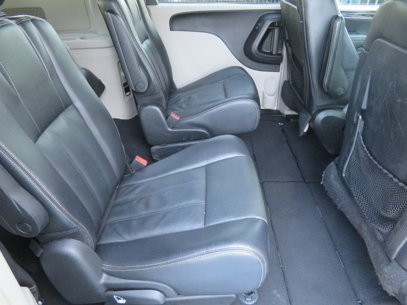 Chrysler Town & Country 2014 price $7,950