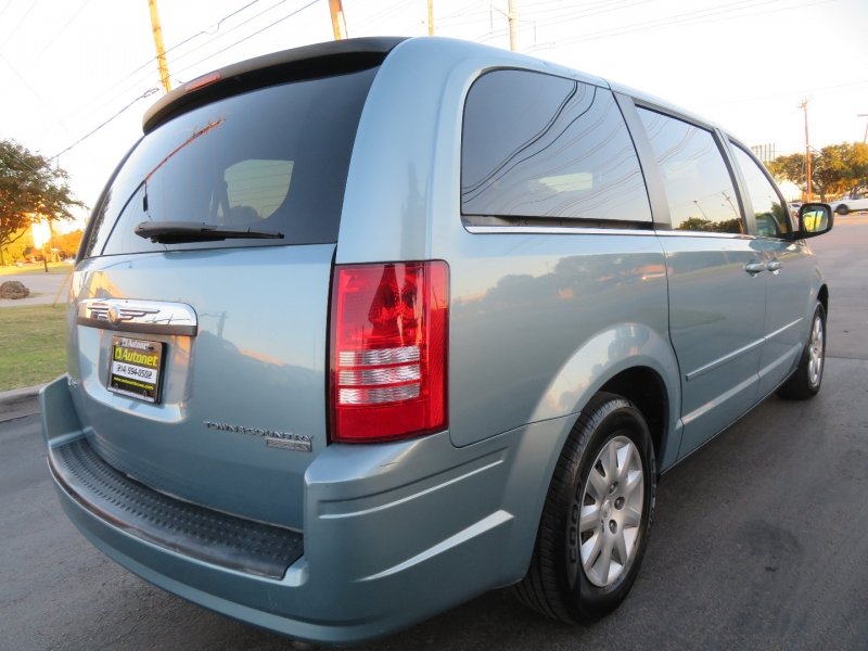 Chrysler Town & Country 2009 price $4,995