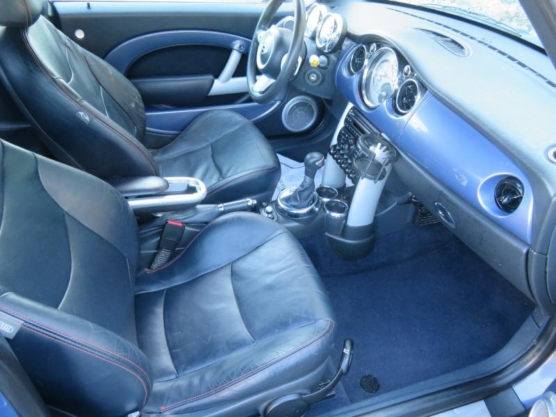 Mini Cooper Convertible 2006 price $5,995