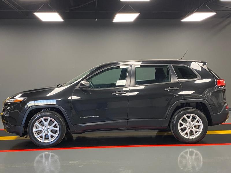 Jeep Cherokee 2015 price $8,999
