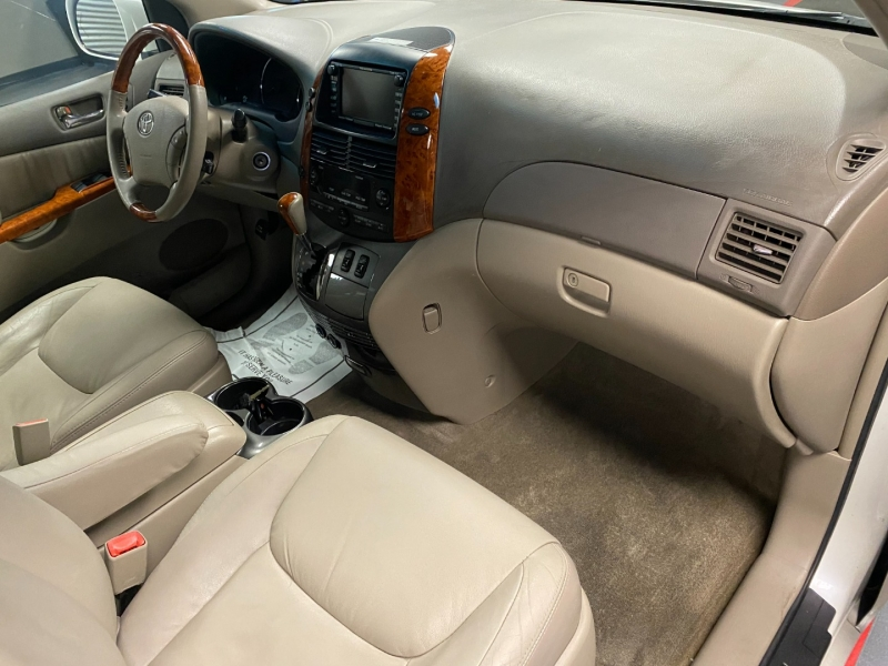 Toyota Sienna 2009 price $6,999