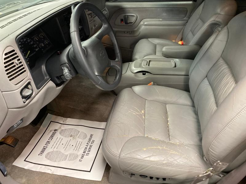Chevrolet Suburban 1999 price $4,999