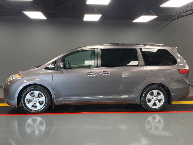Toyota Sienna 2015 price $11,980