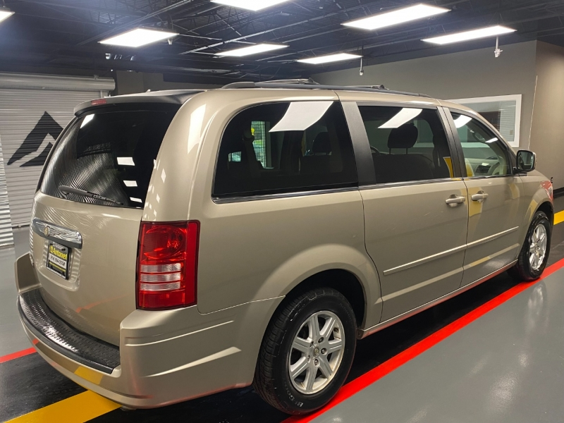 Chrysler Town & Country 2008 price $6,999