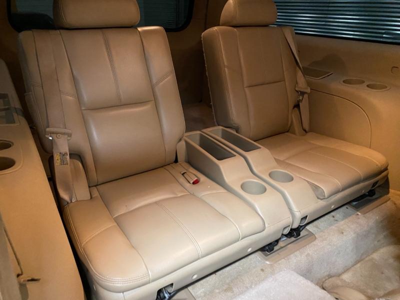 Chevrolet Suburban 2007 price $10,995