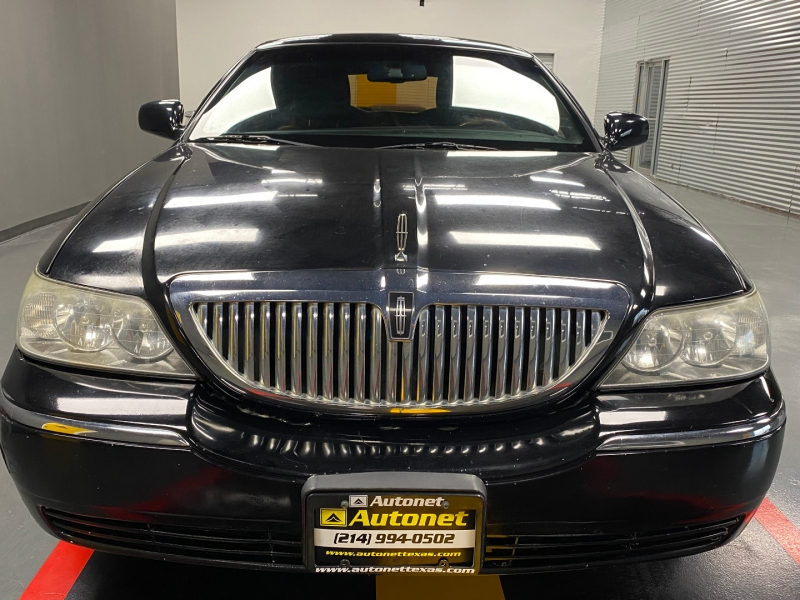 Lincoln Town Car 2011 price $5,995