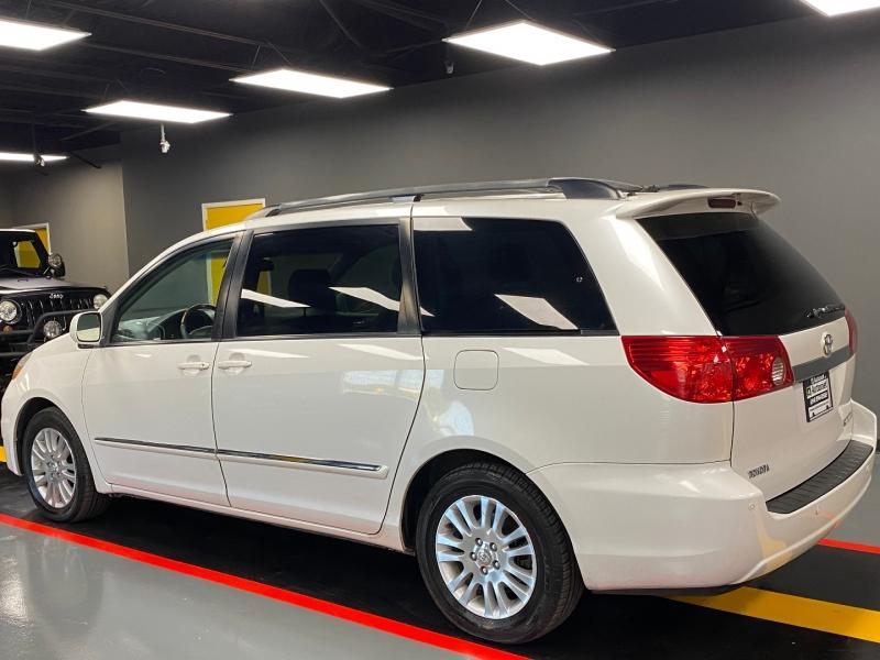 Toyota Sienna 2007 price $6,850