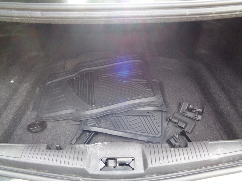 Lincoln MKS 2010 price $10,990