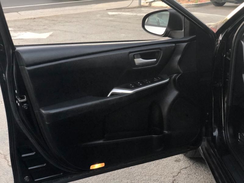 Toyota Camry SE 2017 price $14,998