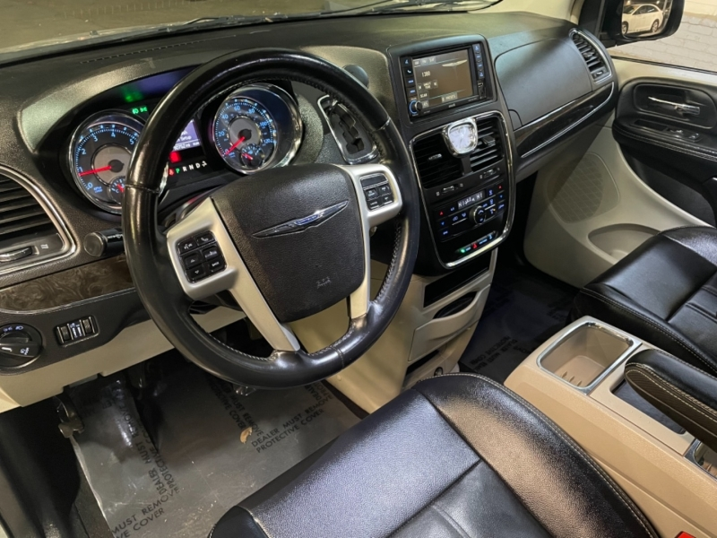 Chrysler Town & Country Touring FWD 2014 price $9,998