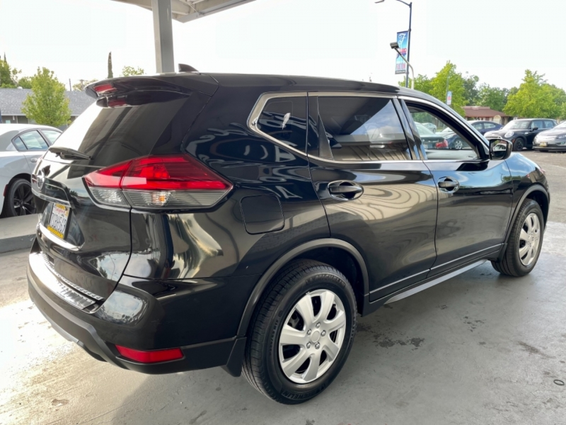 Nissan Rogue S FWD 2017 price $12,998
