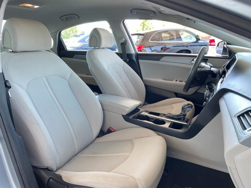 Hyundai Sonata SE 2015 price $10,995