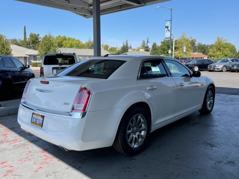 Chrysler 300 Touring RWD 2014 price $15,998