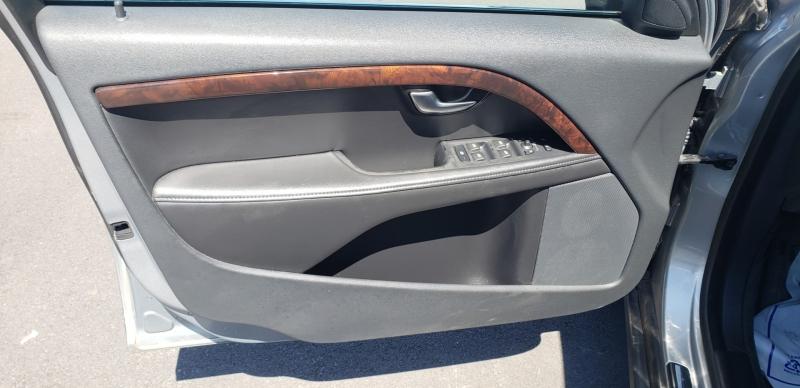 Volvo XC70 2012 price $9,500