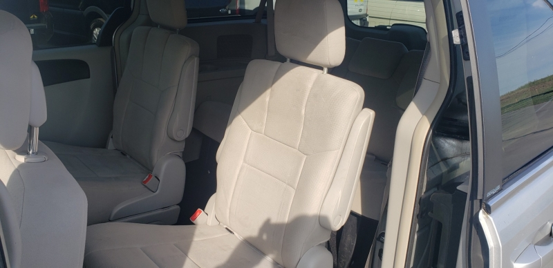 Chrysler Town & Country 2011 price $7,900