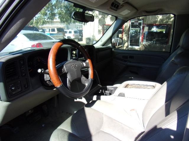 Chevrolet Suburban 2004 price $3,495