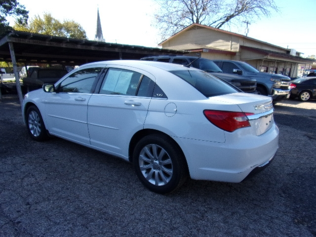 Chrysler 200 2013 price $6,995
