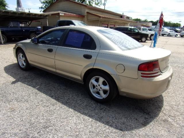 Dodge Stratus 2004 price $2,995