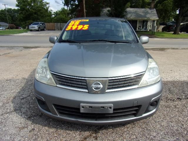 Nissan Versa 2008 price $3,995