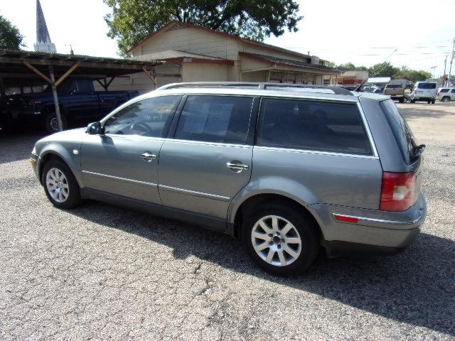 Volkswagen Passat 2003 price $2,995