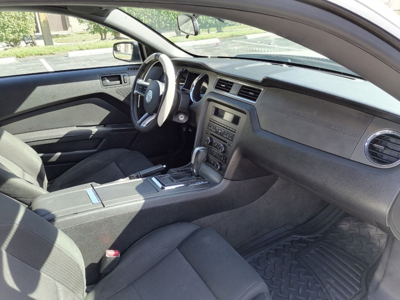 Ford Mustang 2013 price $9,999