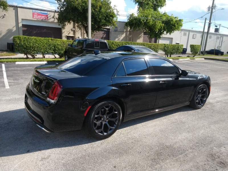 Chrysler 300 2019 price $16,999