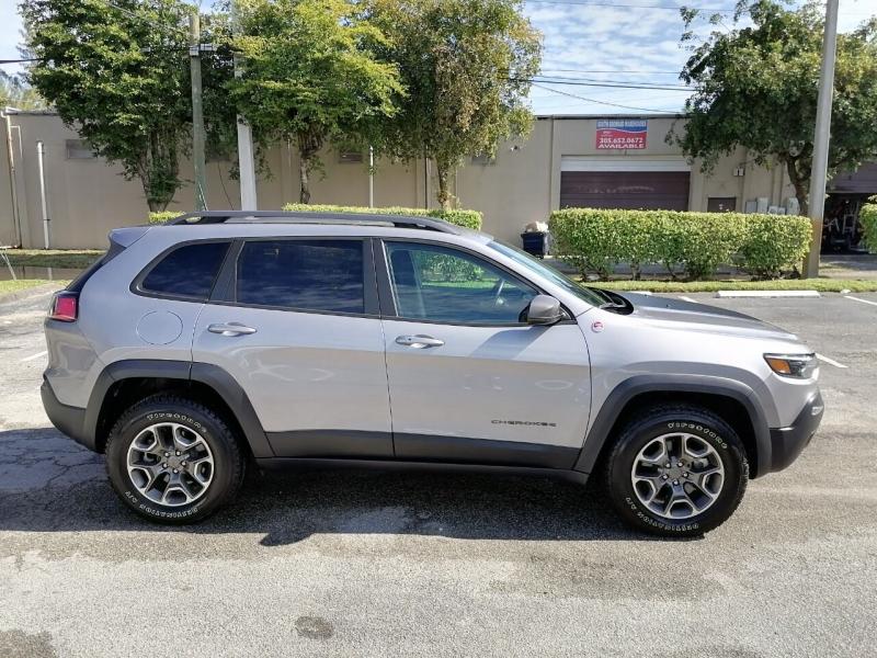 Jeep Cherokee 2020 price $23,999