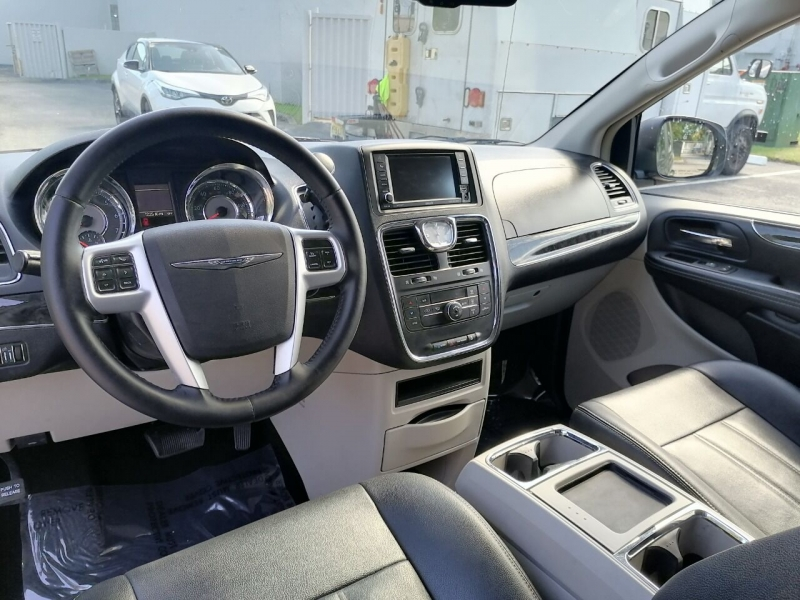 Chrysler Town and Country 2016 price $8,999