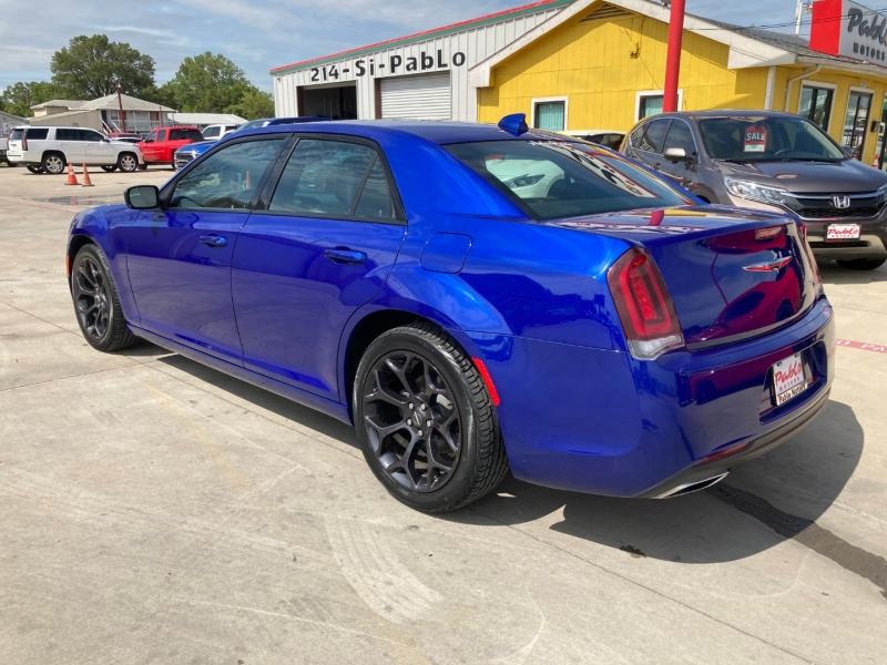 Chrysler 300 2019 price $29,900