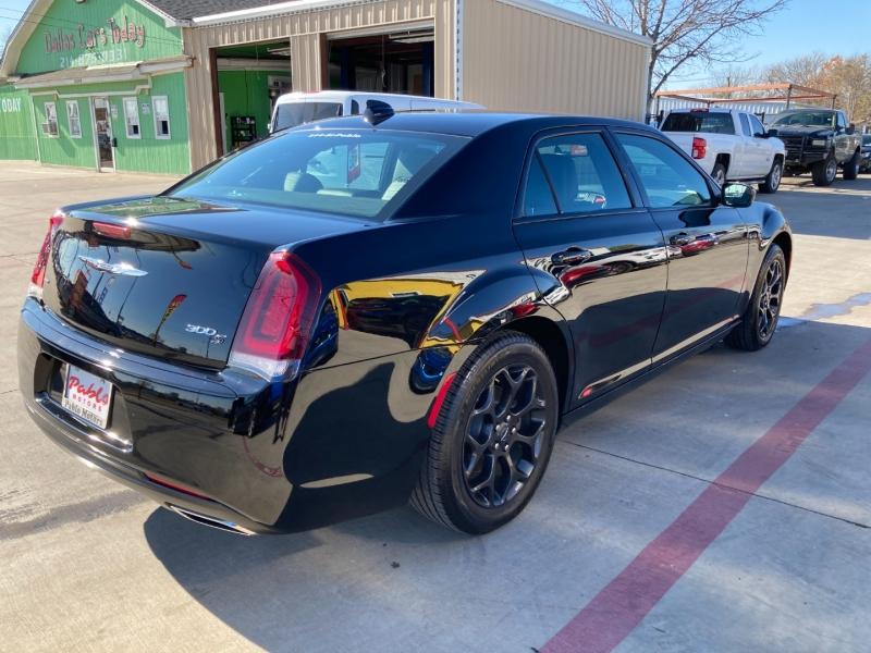 Chrysler 300 2020 price $30,900