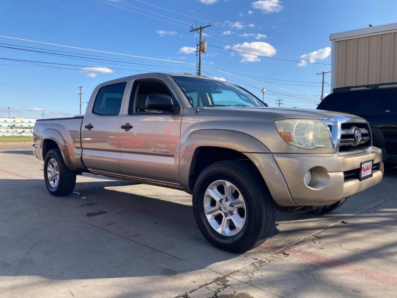 Toyota Tacoma 2006 price $12,900