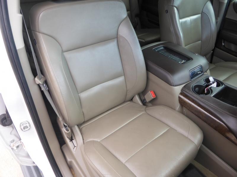 Chevrolet Suburban 2016 price $29,995