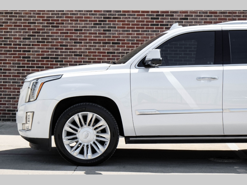 Cadillac Escalade 2017 price $52,995