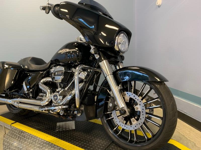 Harley-Davidson FLHXS 2017 price $21,500